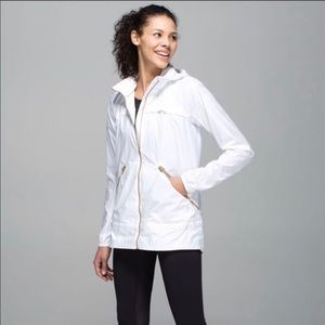 Lululemon Miss Misty White Jacket Sz 2 Hood EUC